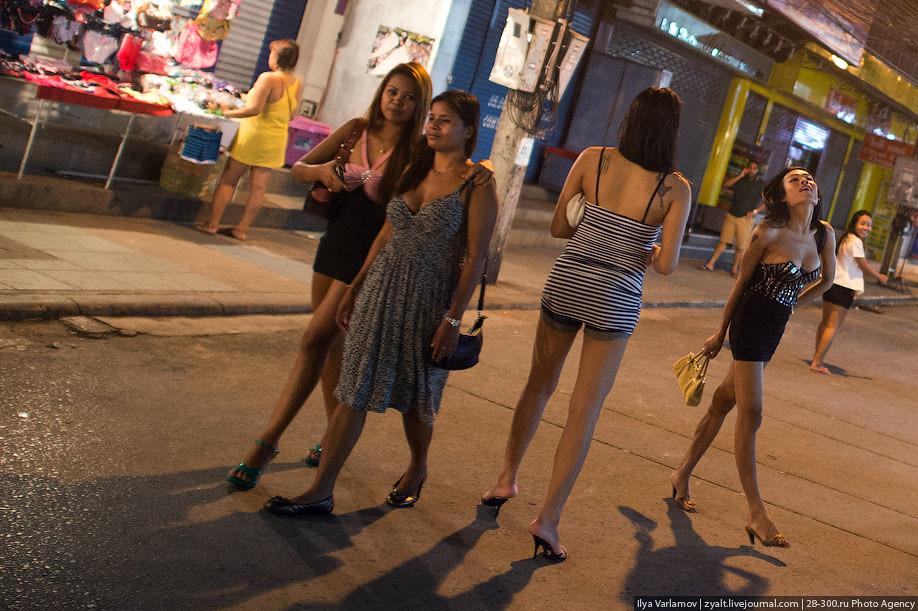 Teen girls in Malakal